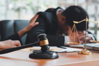 Foto: Mann im Gericht